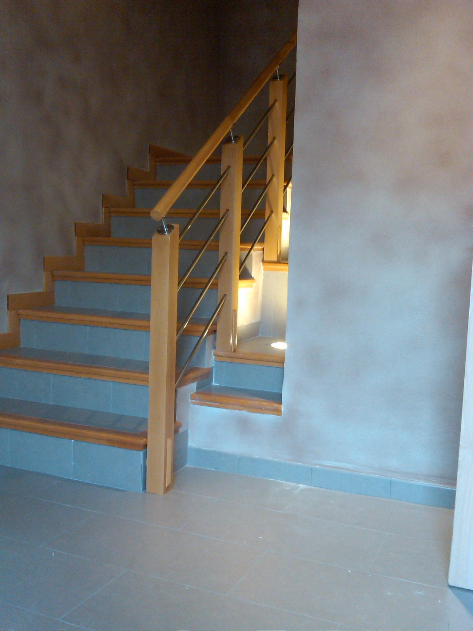 Pasamanos de madera x pulgadas pies de madera tacos de for Plano escalera madera