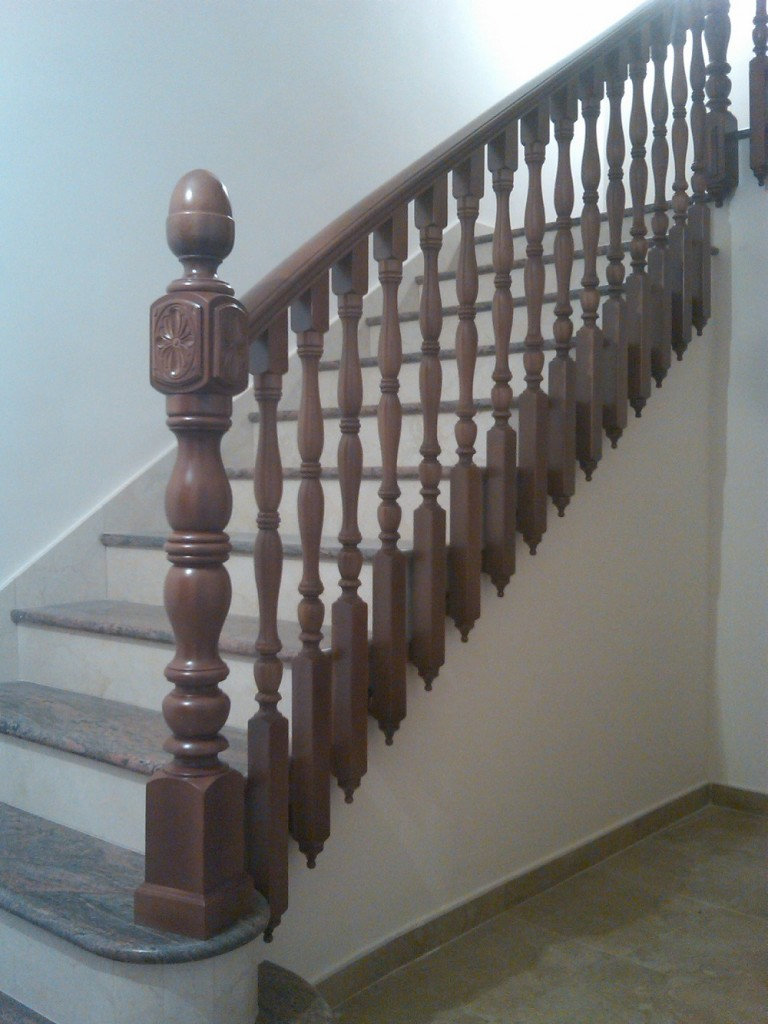 Barandas de madera fabricaci n de barandas y escaleras for Modelos de barcitos hecho en madera